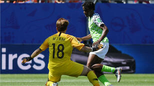 Asisat Oshoala a dribblé la gardienne coréenne pour inscrire le deuxième but de son équipe, mercredi 12 juin, à Grenoble.