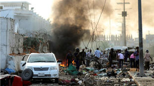 Al menos 14 personas fallecieron tras la explosión de tres coches bomba en dos hoteles cercanos de la capital de Somalia, Mogadiscio, en un ataque el 9 de noviembre de 2018.