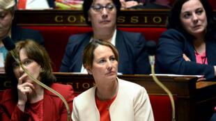 Ségolène Royal, ministre de l'environnement, aux côtés de Laurence Rossignol (g), le 31 mai 2016, à l'Assemblée nationale, à Paris.
