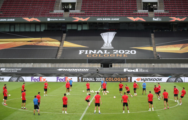 L'équipe du FC Séville lors de son entraînement, le 20 août 2020, à Cologne, en Allemagne.