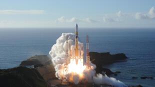 صورة ملتقطة في 20 تموز/يوليو 2020 بواسطة شركة ميتسوبيشي للصناعات الثقيلة لصاروخ يحمل مسبار الأمل والذي طوره مركز محمد بن راشد للفضاء في دولة الإمارات العربية المتحدة لاستكشاف المريخ