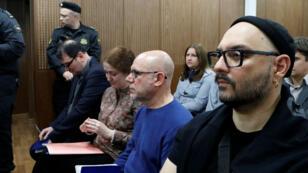 """À l'ouverture de son procès mercredi à Moscou, Kirill Serebrennikov a qualifié d'""""absurdes"""" les accusations qui pèsent contre lui."""