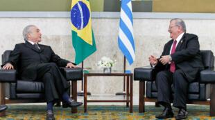 L'ambassadeur de Grèce au Brésil, Kyriakos Amiridis (à droite) en compagnie du président brésilien  Michel Temer en mars 2016.