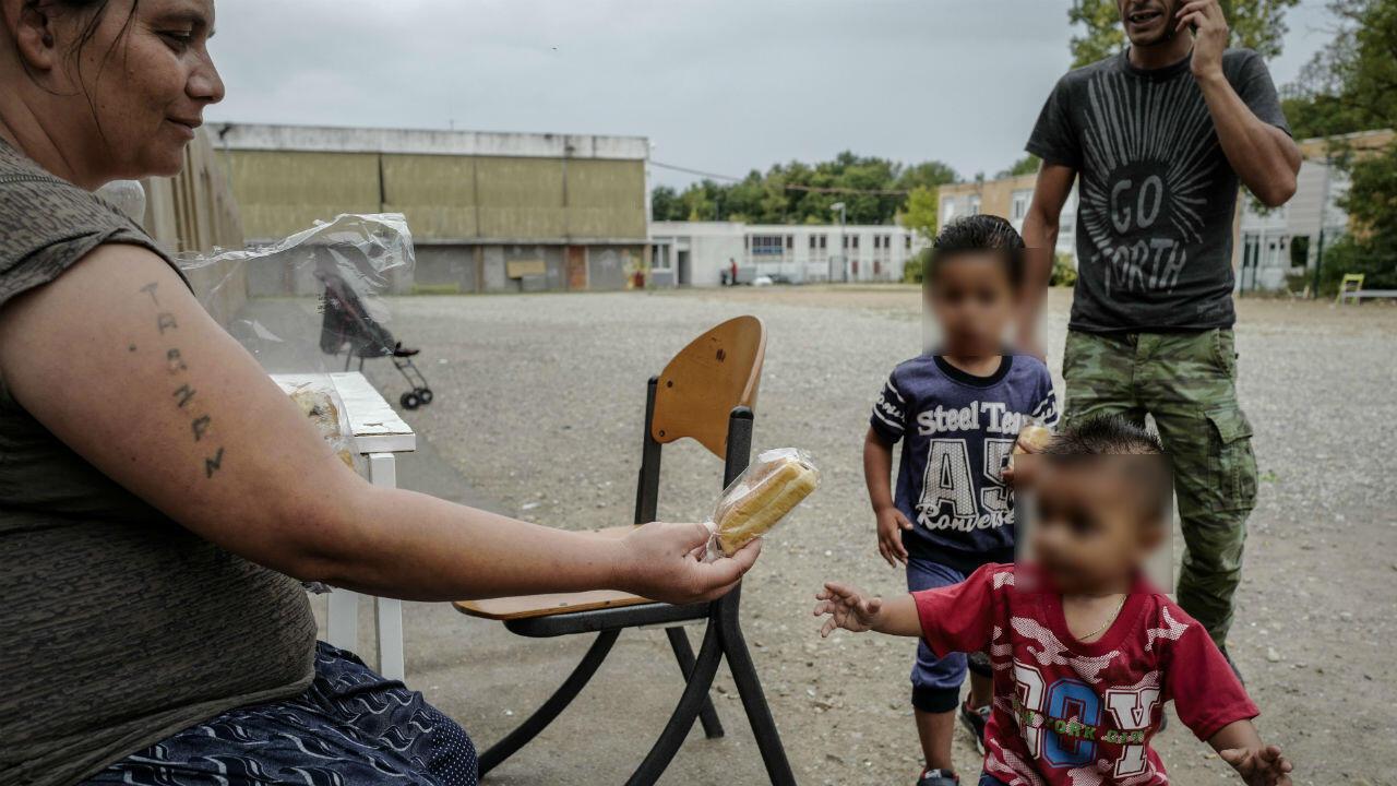 Une famille Roms à Saint-Genis-les-Ollières, à proximité de Lyon.