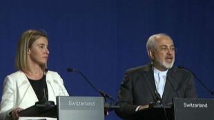 Federica Mogherini, porte-parole de la diplomatie de l'Union européenne et  Mohammad Javad Zarif,  lors de la conférence de presse à Lausanne, le 2 avril.