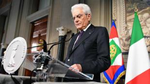 El presidente italiano, Sergio Mattarella, propouso durante una rueda de prensa la conformación de un gobierno neutral en el país. Mayo 7 de 2018.