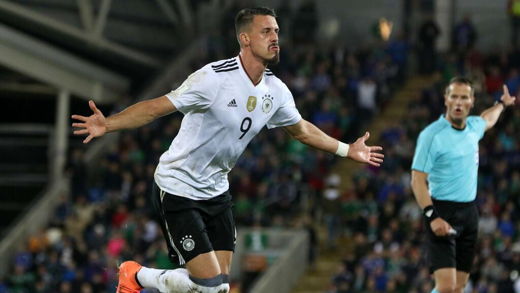 Wagner celebra su gol con la selección Alemana