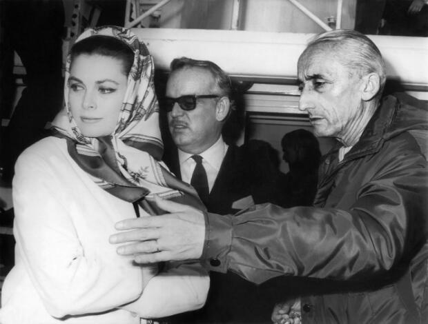 Le prince Rainier de Monaco et l'actrice Grace Kelly à bord de la Calypso, le 19 février 1967, juste avant le départ de Cousteau en expédition dans l'Océan
