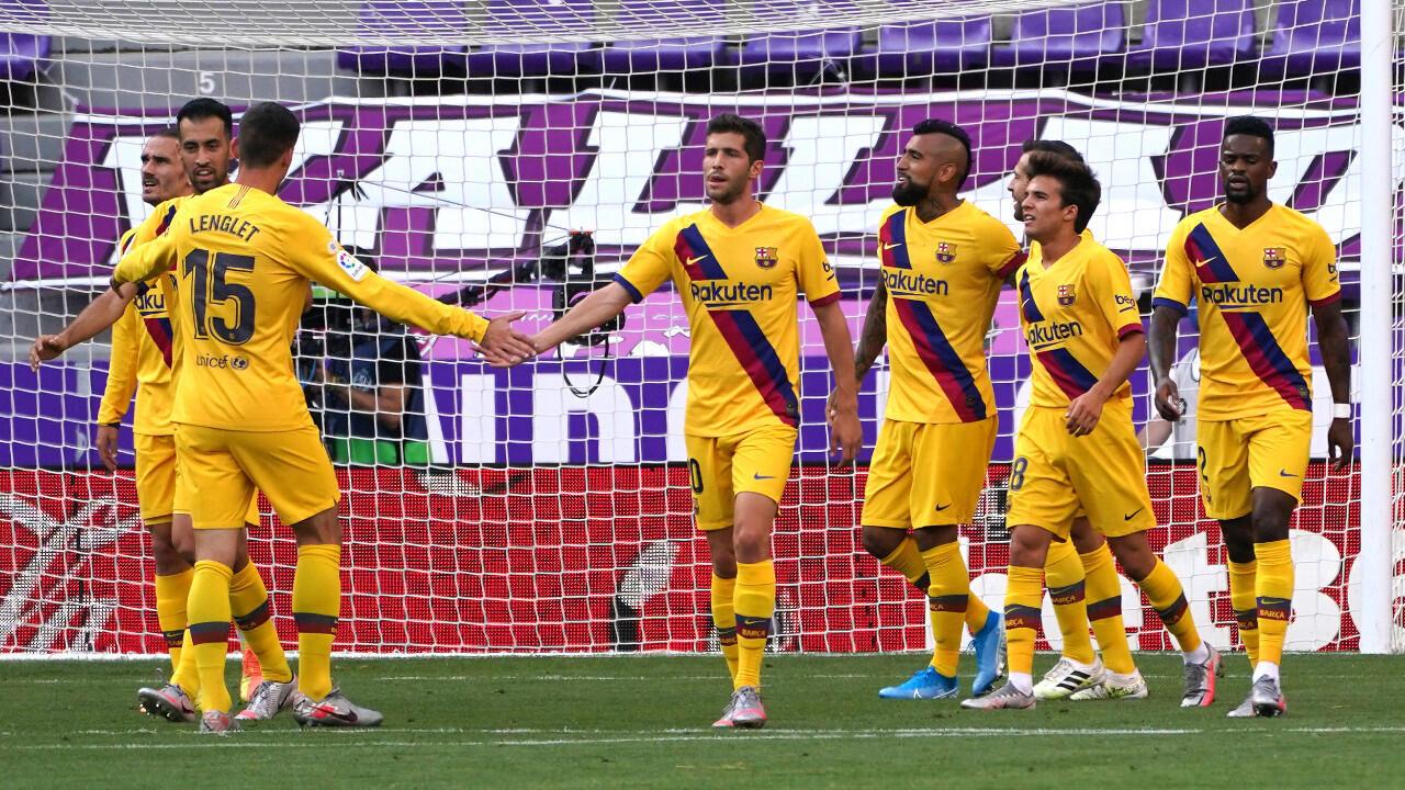 Les Barcelonais célébrant leur but lors du match joué sur la pelouse du Real Valladolid, le 11 juillet 2020.