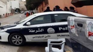 الشرطة الليبية أمام السفارة الإيطالية
