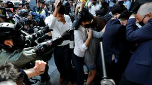 La policía dispersa con gas pimienta a los manifestantes en Hong Kong, China, el 11 de noviembre de 2019.