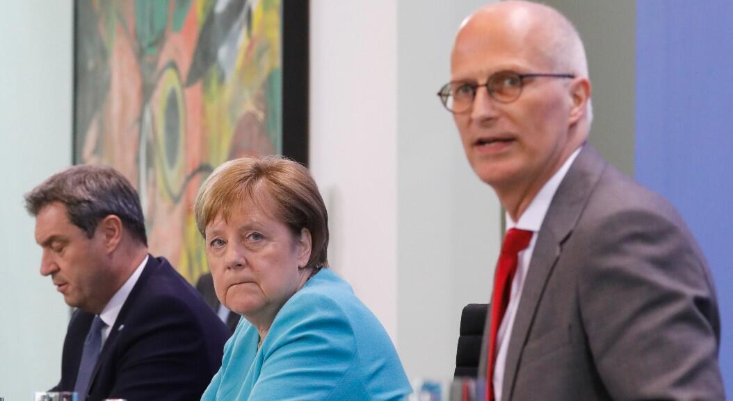 La canciller alemana Ángela Merkel en una reunión junto con los primeros ministros de los 16 estados del país, en Berlín, Alemania, el 17 de junio de 2020.