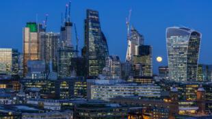 El 40 por ciento de las transacciones de divisas globales transita por los bancos de la City de Londres.