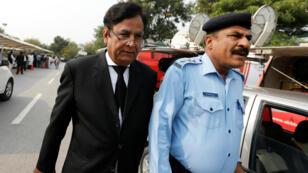 Saiful Mulook (izquierda) abogado de la cristiana, Asia Bibi, abandonó el país por medidas de seguridad tras la sentencia del Tribunal Supremo.