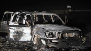 La carcasse d'une voiture utilisée par les attaquants d'un bus de pèlerins coptes, le 2 novembre 2018.
