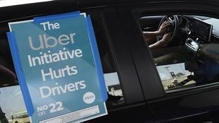 Un chauffeur participant au mouvement de protestation en Californie, à l'aéroport de Los Angeles, le 20 août 2020