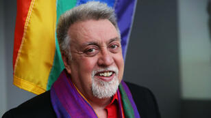 غيلبرت بيكر مصمم راية قوس القزح رمز المثليين حول العالم