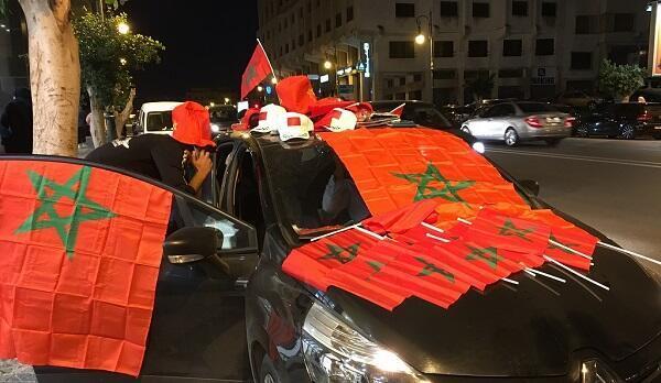 الجمهور المغربي في طنجة يستعد للاحتفال بتأهل منتخبه لكأس العالم 2018