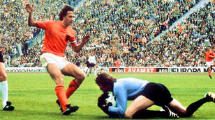 يوهان كرويف قاد هولندي لنهائي كأس العالم في 1974 بألمانيا.