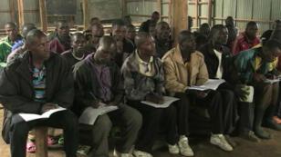 """Des anciens rebelles suivent des cours dans un camp de """"réintégration"""" au Rwanda"""