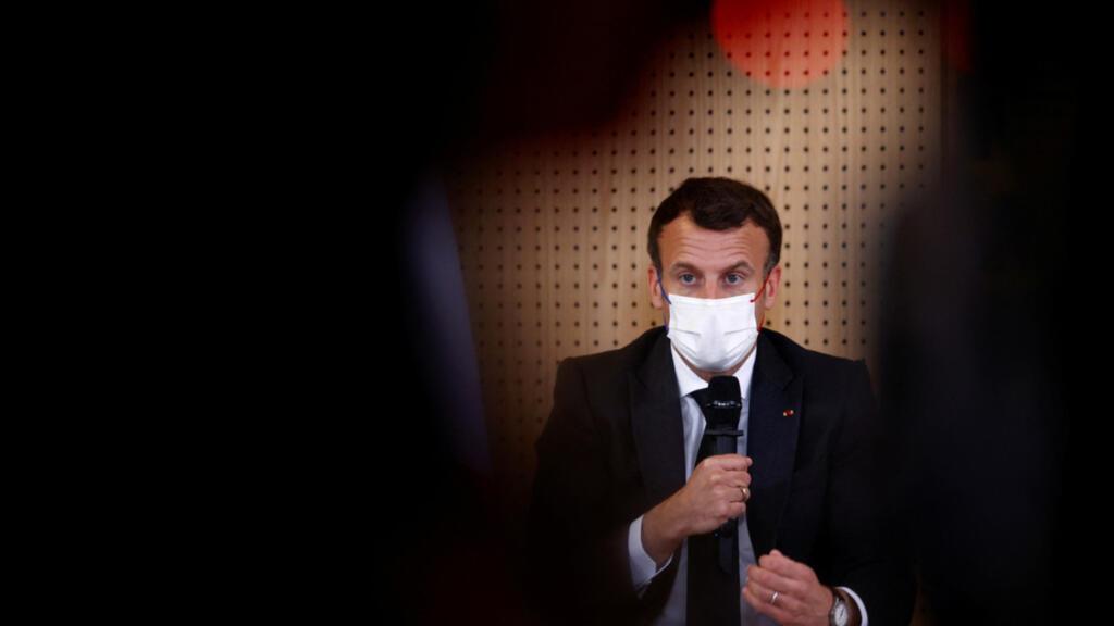 Emmanuel Macron défend sa stratégie sécuritaire en visite à Montpellier