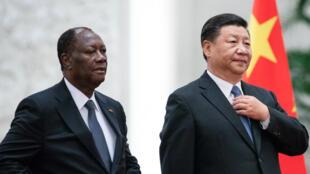 Le président ivoirien Alassane Ouattara reçu à Pékin par son homologue chinois Xi Jinping.