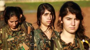 Des combattantes kurdes des Unités de protection du peuple(YPG).