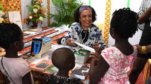 L'auteure Véronique Tadjo au salon du livre d'Abidjan le 19 mai 2019.