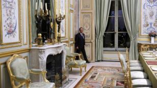 Le président François Hollande dans le palais de l'Élysée, en décembre 2013