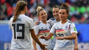 Les Allemandes célèbrent leur victoire contre l'Espagne mercredi 12 juin.