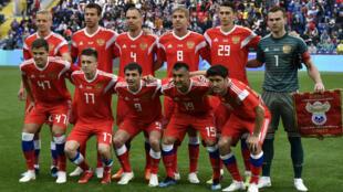 La Russie reste sur une défaite en Autriche et un match nul à domicile contre la Turquie , deux équipes non qualifiées pour le mondial.