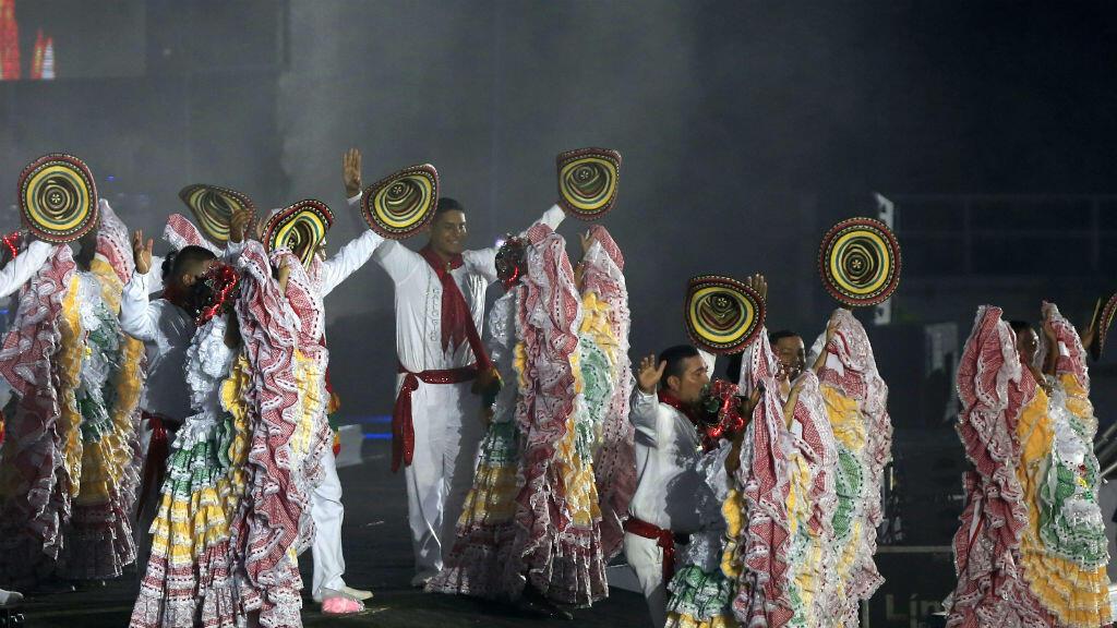 Decenas de bailarines de cumbia participaron en la ceremonia de clausura de los XXIII Juegos Centroamericanos y del Caribe en Barranquilla, Colombia, el 3 de agosto de 2018.