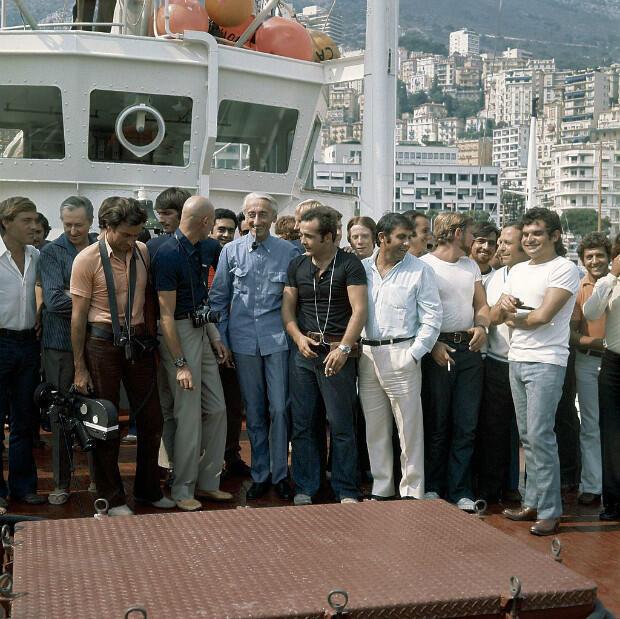 Cousteau et son équipage de retour d'une expédition en mer de mois et demi, dans le port de Monaco, le 17 septembre 1970.