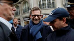 Nicolas Mathieu, lauréat du Goncourt, arrivant mercredi 7 novembre au restaurant Drouant, à Paris.