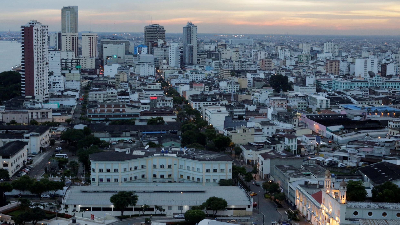Vista general de Guayaquil, la capital del estado de Guayas, la provincia más castigada por la pandemia. Ecuador, 31 de marzo de 2017. Foto de archivo.