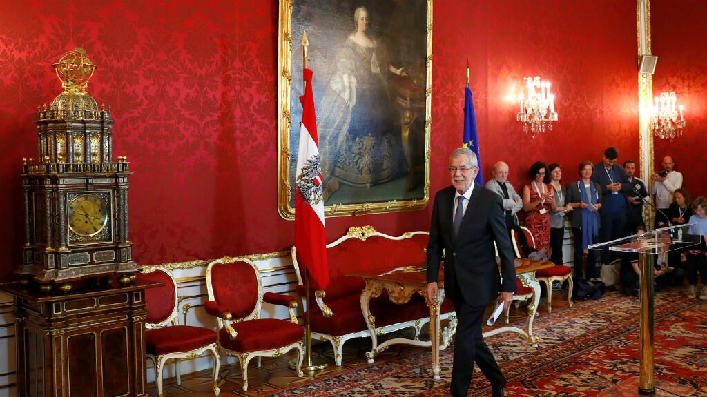 """El presidente austriaco Alexander Van der Bellen afirmó este sábado 18 de mayo de 2019 que la principal tarea en este momento es """"restaurar la confianza en las instituciones"""", luego del video que forzó la renuncia del vicecanciller Heinz-Christian Strache."""