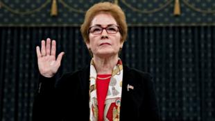 La exembajadora de Estados Unidos en Ucrania, Marie Yovanovitch, testificó en la investigación contra Trump, en Washington DC, Estados Unidos, el 15 de noviembre de 2019.