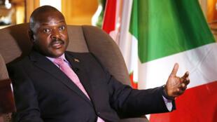 Depuis neuf jours, la contestation contre un nouveau mandat de Pierre Nkurunziza fait rage au Burundi.