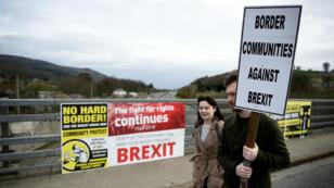 Une manifestation contre le Brexit à la frontière entre la République d'Irlande et l'Irlande du Nord, le 30 mars 2019.