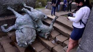 La estatua derribada era del conquistador español Sebastián de Belalcázar, fundador de la ciudad de Popayán, Cauca, ubicada en el suroeste de Colombia. 16 de septiembre de 2020.