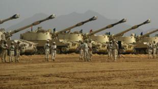 Des tanks saoudiens dans la province de Jizanen juillet 2010.