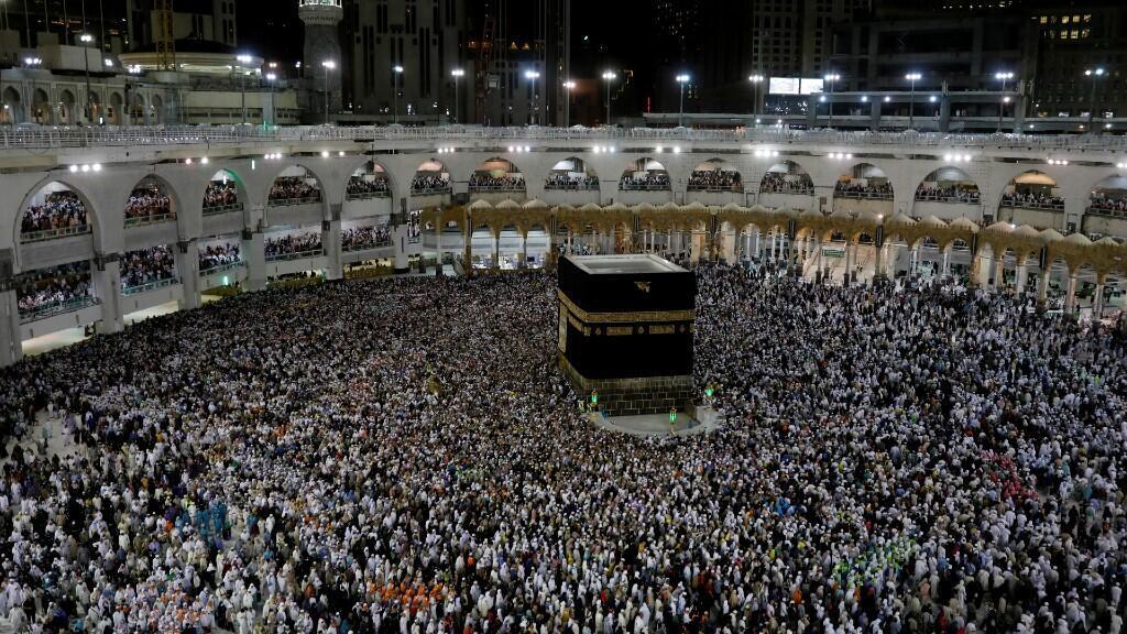 Los peregrinos musulmanes rodean la Kaaba y rezan en la Gran Mezquita al final de su peregrinación al Hajj en la ciudad sagrada de La Meca, Arabia Saudita, el 13 de agosto de 2019.