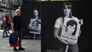 Un hombre mira una muestra de imágenes de figuras destacadas uruguayas sosteniendo un cartel con la fotos de desaparecidos durante la dictadura, en el marco de la conmemoración de la Marcha del Silencio, el 20 de mayo de 2020 en Montevideo