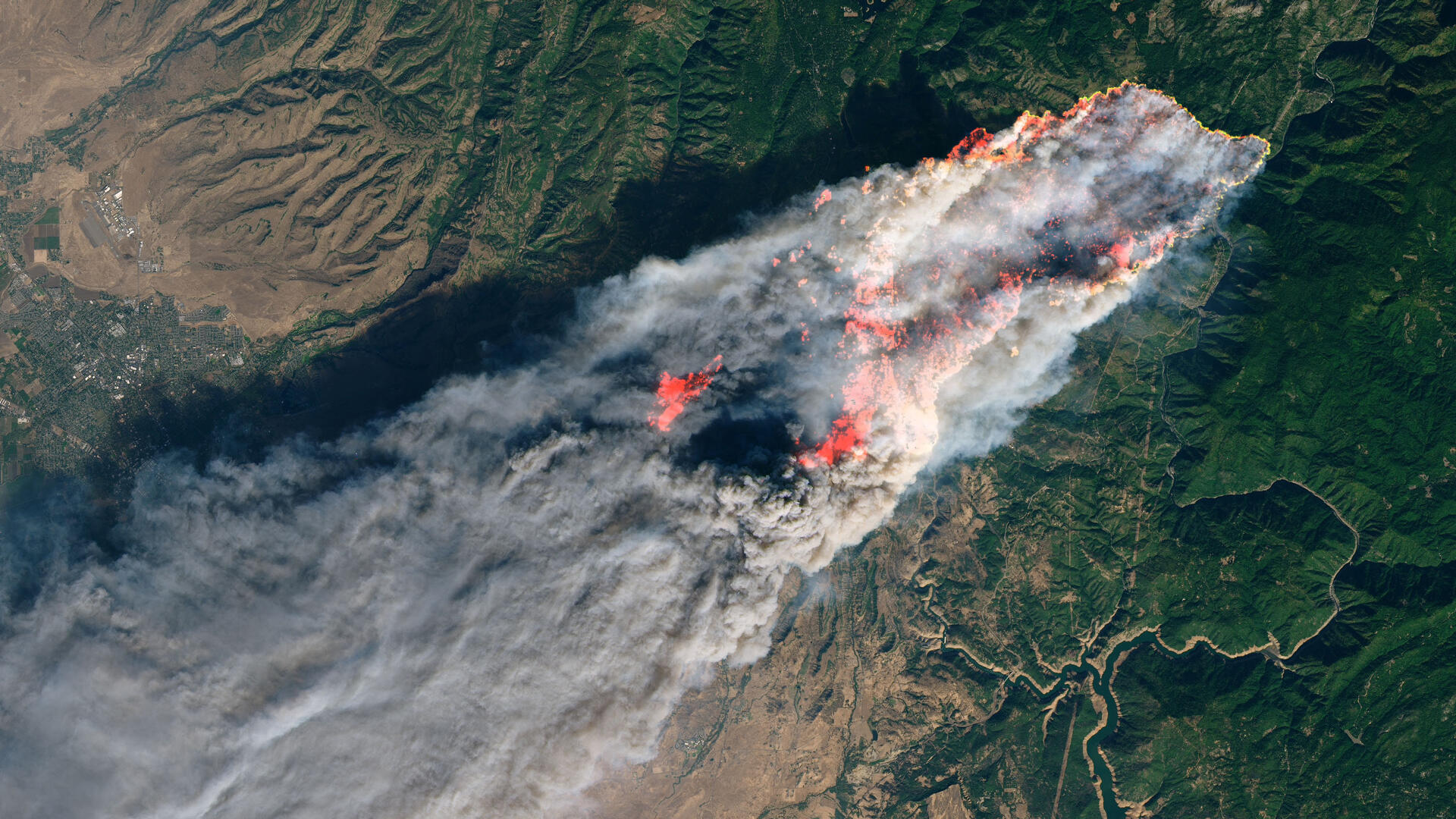 El gigantesco incendio bautizado como 'Camp Fire', en el norte de California (EE.UU.), es la conflagración más mortífera en la historia de ese estado: ya ha dejado al menos 48 víctimas mortales y un sinnúmero de pérdidas materiales.