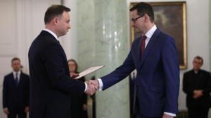 El recién nombrado primer ministro polaco, Mateusz Morawiecki (der.) con el presidente de Polonia, Andrzej Duda (izq.).