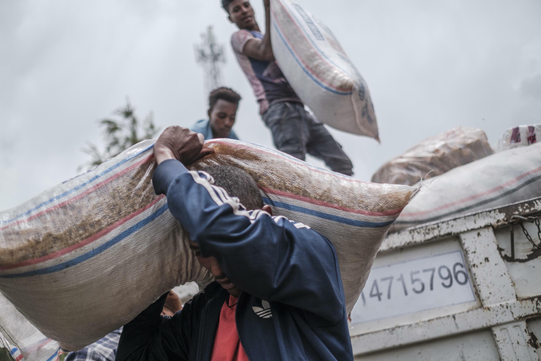 عملية توزيع مساعدة إنسانية في شمال إثيوبيا في 23 آب/أغسطس 2021