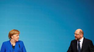 La canciller de Alemania, Angela Merkel, y el líder del Partido Social Demócrata, Martin Schulz, durante la conferencia de prensa que ofrecieron el 12 de enero en Berlín, tras conversar sobre la formación de una coalición.