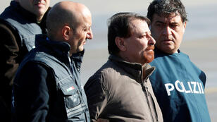 Cesare Battisti, antiguo guerrillero comunista italiano, llega al aeropuerto de Ciampino en Roma, Italia, el 14 de enero de 2019.