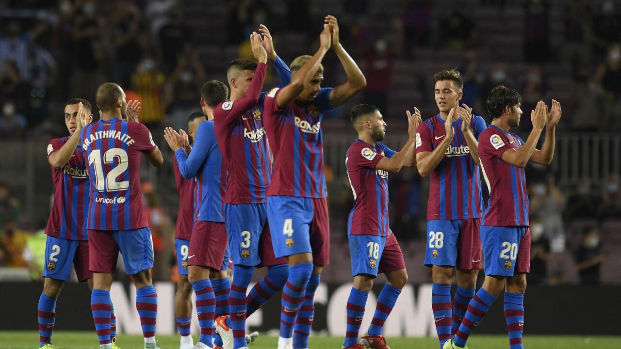 برشلونة يخوض دوري أبطال أوروبا دون ميسي لأول مرة منذ عقدين ويقابل بايرن في مواجهة نارية