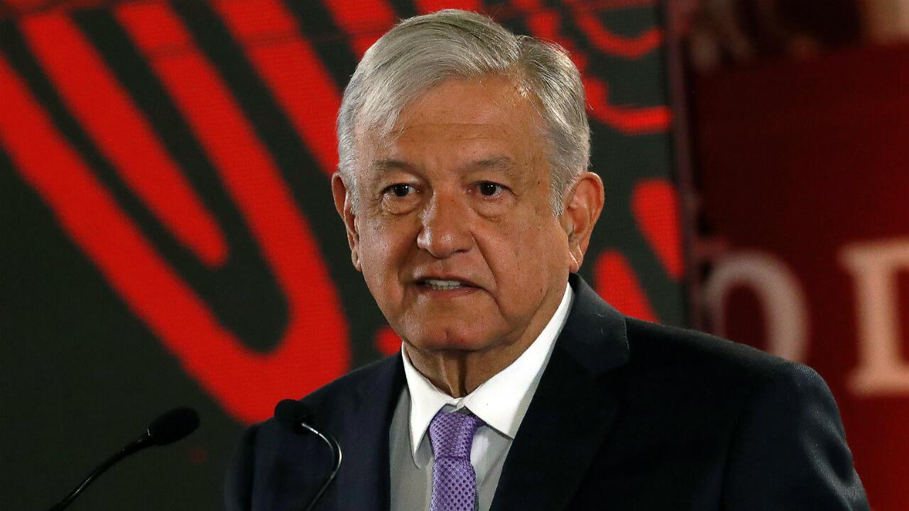 El presidente de México, Andrés Manuel López Obrador, habla durante una conferencia de prensa para anunciar un plan de fortalecimiento de las finanzas de la petrolera estatal Pemex, en el Palacio Nacional de la Ciudad de México, México, 15 de febrero de 2019.